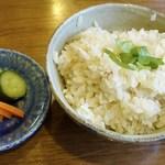 食堂ペスカバ - 鯛めし   600円 汁と香物付き