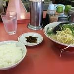 長浜ラーメン長浜一番 - ラーメンとご飯のセット、550円は、大サービスですね