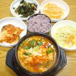百年屋 - 料理写真:スンドゥブチゲ(純豆腐鍋)