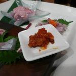 だぼ - ウマヅラカワハギの刺身と塩ウニ