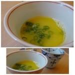 かつえ - 水炊きのスープが少量出されます。クセもなくマロヤカな味わいです。