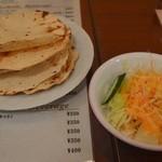ターバン - セットのサラダとパパド