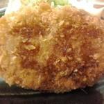 38921697 - 大阪の精肉店のコロッケ 120円(税別)(2015年6月9日撮影)
