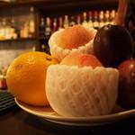 bar QUEEN SOLEIL - 季節のフルーツを使ったカクテルにも力を入れています。