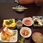 匠 - ランチ  エビ天とだしまき定食で980円。