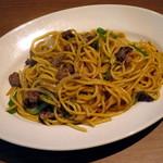蜜家珈琲店 - 牛肉焼きスパゲティにんにくバター醤油風味(\750、2015年4月)