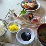 食事処マルタ活魚 - 「お刺身定食」(1,080円)。間違いなく美味しそうでしょ?