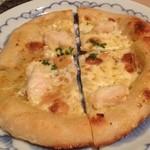 鎌倉パスタ - 蒸し鶏のガーリック風味のクリームピザ