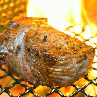 【凝縮】備長炭でじっくりと焼き上げた「塊肉」