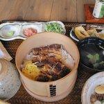 Sanshounoki - うなぎおまぜ昼膳・・・・うなぎは宮崎産か鹿児島産でその日使用する鰻の産地が店内に表示してあります
