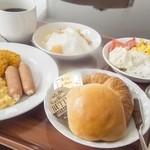 レストランREGINA - 【朝食バイキング】:朝食はバイキングをご用意。ご宿泊者以外の方でもご利用いただけます