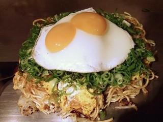 お好み焼き ぶち 恵比寿本店 - 肉玉そば+観音ネギ+双子卵焼き