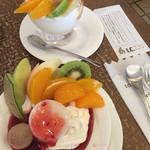 I・Cメイツ - ヨーグルトとコーヒーの喫茶店。 ラズベリーソースの「ジェラシー」 オレンジソースの「ファンシーヨーグルト」