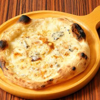 4種のチーズピザ1380円~(税込)
