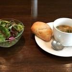 センプリチェ - 最初にスープ、サラダが