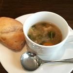センプリチェ - スープとパン