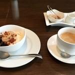 センプリチェ - ドルチェとコーヒー