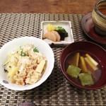 一二三庵 - 鯛と筍の土鍋ご飯  赤出汁、香の物