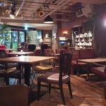 ブルーブックスカフェ - 椅子とソファも見所です