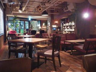 ブルーブックスカフェ 静岡 - 椅子とソファも見所です