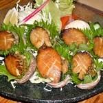珊瑚礁 - <ナガレコ(トコブシ)のバター焼き>肝と一緒に一口で!南紀の磯の香をお楽しみを。