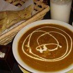 レッドチリ - チキンカレー(激辛)チーズナン、ラッシー