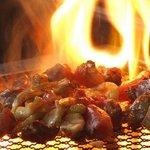 とり屋台 - 薩摩地鶏の炭火焼/1本1280円 4~5人分はある大きな1本焼きが1280円ととってもお得!2~3人ならハーフ780円もあります。