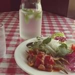 リストランテ・ヒロ - 見るのも食べるのも初めての野菜。魚を使った前菜。ここでしか食べれない一品。