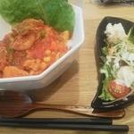 レイ アロハ - 今週のスペシャル チキンと野菜のトマト煮込み丼 850円