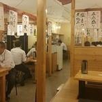 魚八&串八珍 - 海の家っぽい店内