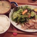 なか川 - 生姜焼き定食(ピンボケ、スイマセン)