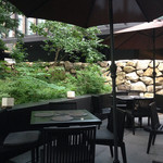 ザ・カフェ by アマン - 大手町タワーに近く森側のテラス席