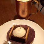 上島珈琲店 - アイスウィンナーコーヒー(390円)と極 濃チョコレートケーキ(430円)