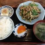 孫悟空 - ニラレバ定食 730円