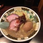 すごい煮干ラーメン凪 - すごい煮干ラーメン 820円 (味付けたまご100円付き)