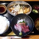 38946364 - 2015.6.12。日替り刺身と煮魚定食850円