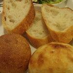 3895205 - パンはお隣の「しあわせをはこぶパン」のもの