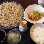 38952595 - 二日目、そばと豚皿¥800