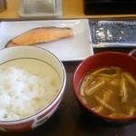 38955410 - 鮭朝食(ミニ) 360円♪