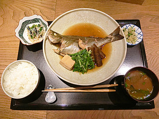 いしだや - 三重のイサキ 煮魚美味しい〜〜〜。この内容で1300円!
