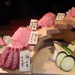 炭火焼肉・にくなべ屋 神戸びいどろ - 階段