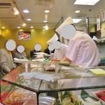 立喰 さくら寿司 - 店内