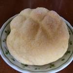 ブルク 手作りパン - メロンパン120円