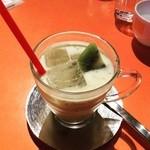 キックバック カフェ - 季節限定メニュー(*^^*)トロピカルソイスイート!マンゴーキウイ風味でチアシードがいっぱい入ってて、健康になれそうなソイドリンクでした‼︎迷ってたらオススメしてくれて即決!プチプチ食感も楽しめる