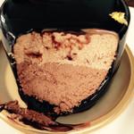 Sakai - ミルクとビターの二層のチョコレートムース
