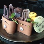 ザ・ラウンジ byアマン - 一段目 フレッシュブルーベリーを入れたチョコレート バッグが、カワイイ!!!