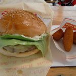 アグアナボカ - 料理写真:ハンバーガー&チコチリ
