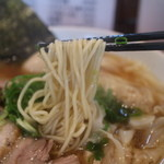 ShiNaChiKu亭 - 麺は細めだが 支那そばやよりはやや太め