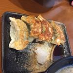 めっちゃタンメン - 餃子4個200円