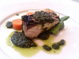 アルバロンガ - 2000円ランチ③' お魚 バジルソース 想像通り普通に美味しい。パサつきなく食べやすい♪